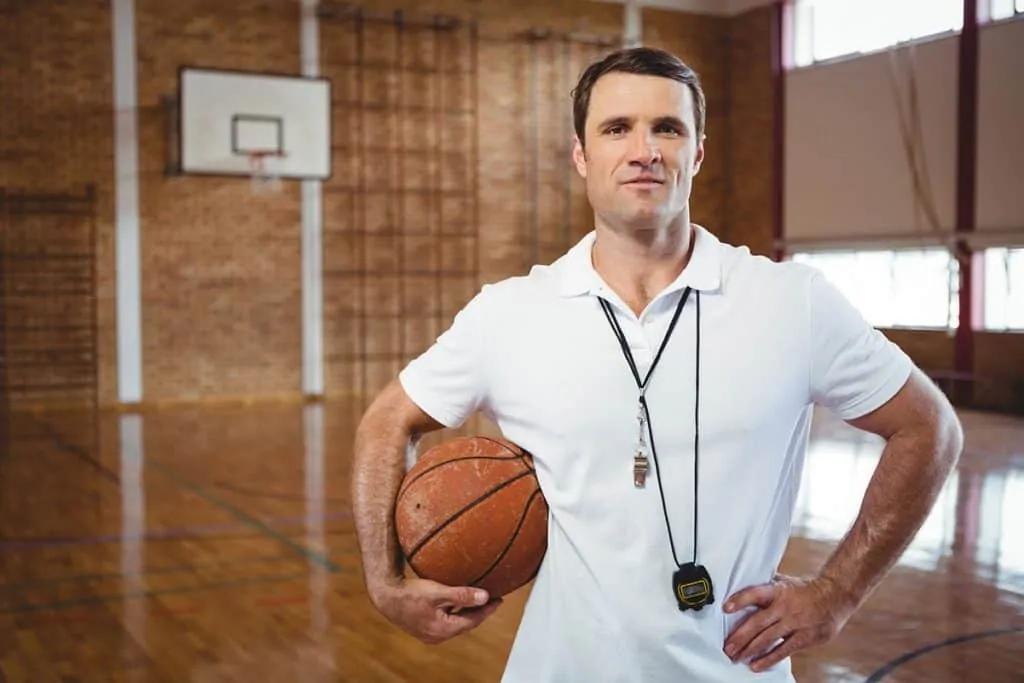 Arbitro basket, corsi per diventarlo e possibilità di carriera